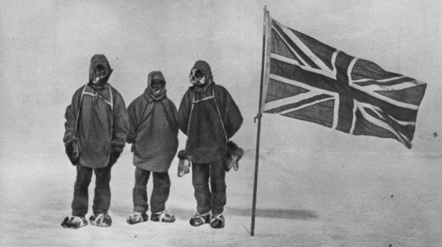 Men make to the South Pole