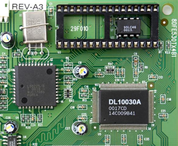 Son inventados los circuitos integrados