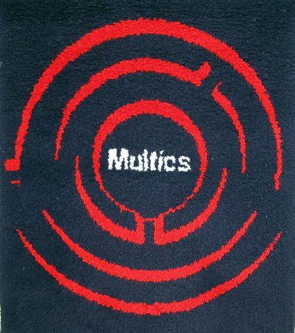 Se crea Multics: Sistema operativo multiusuario - multitarea
