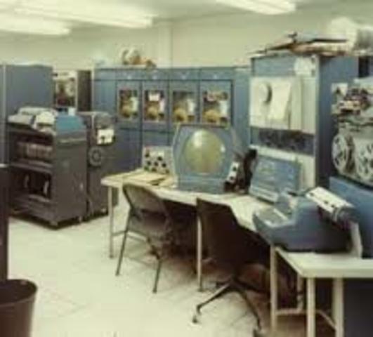 PRIMERA COMPUTADORA PDP-1