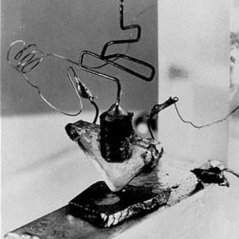 Se descubren los transistores