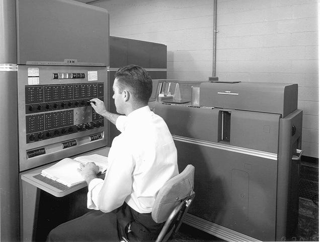 IBM 650, el primer modelo fabricado en serie