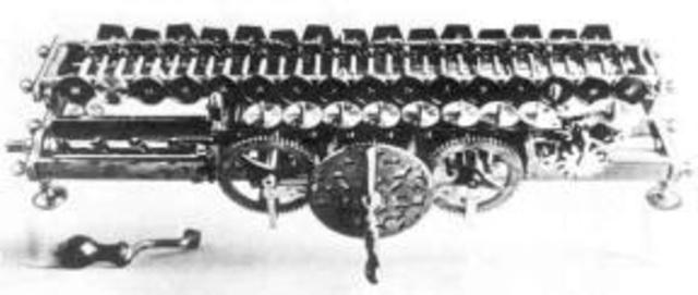 El filosofo matemático alemán gottfried Leibniz desarrollo una maquina multiplicadora.