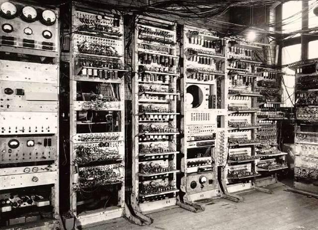 1945: Creacion de ENIAC