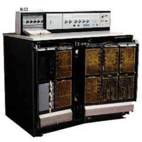 IBM presenta  generación de computadores IBM 360