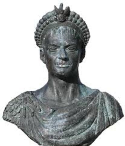 A la muerte de Teodosio, en el año 395, el imperio se repartió entre sus hijos Honorario y Arcadio.
