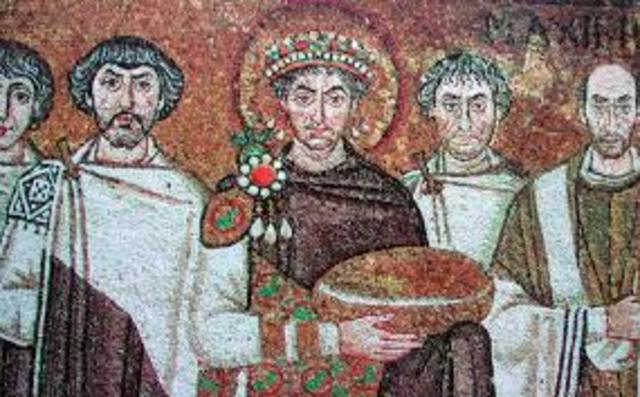 Reconquisto el norte de áfrica, Italia y una pequeña parte de España. Justiniano quiso que perdurar la cultura jurídica romana, lo cual llevo a cabo una compilación.