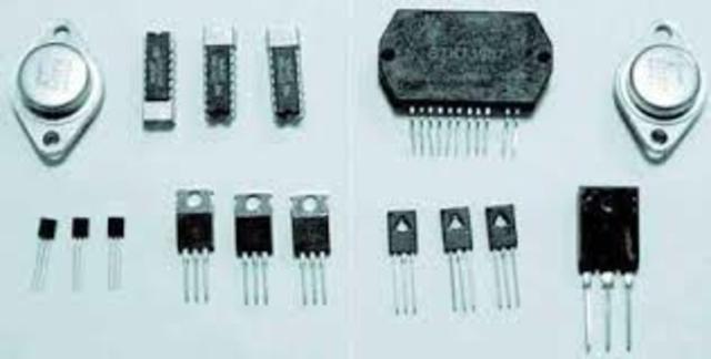 Se crean las computadoras con transistores
