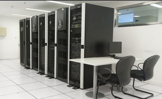 Se crea la primer Supercomputadora con capacidad de proceso paralelo