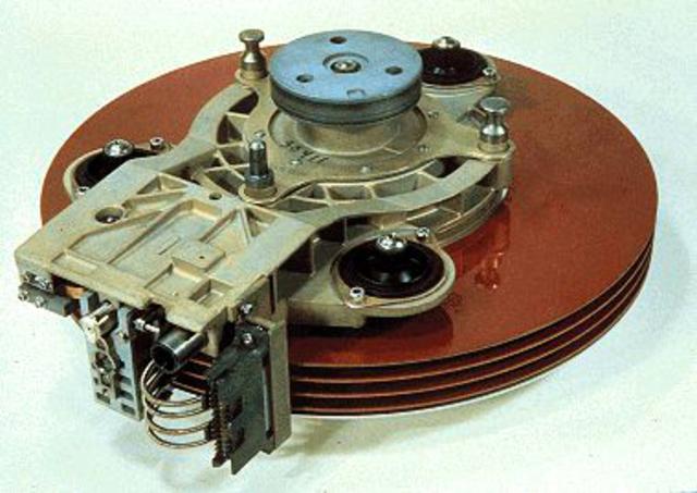 Los discos duros Winchester son introducidos por IBM