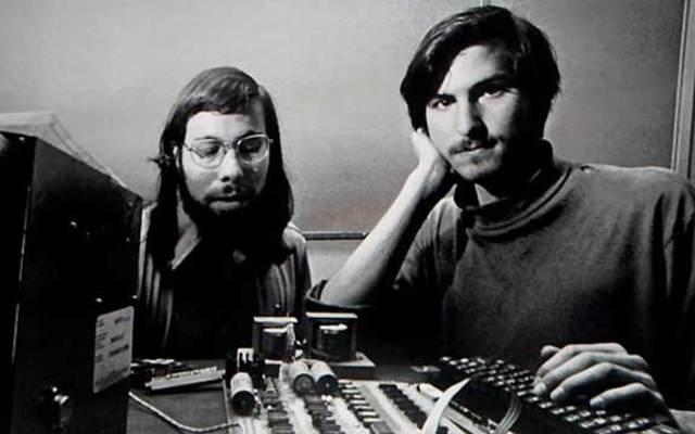 """Los fundadores de """"Apple Computer""""  y su primer ordenador"""