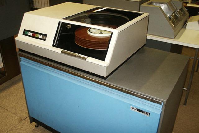 IBM introdujo en los modelos IBM 3340 los discos duros winchister