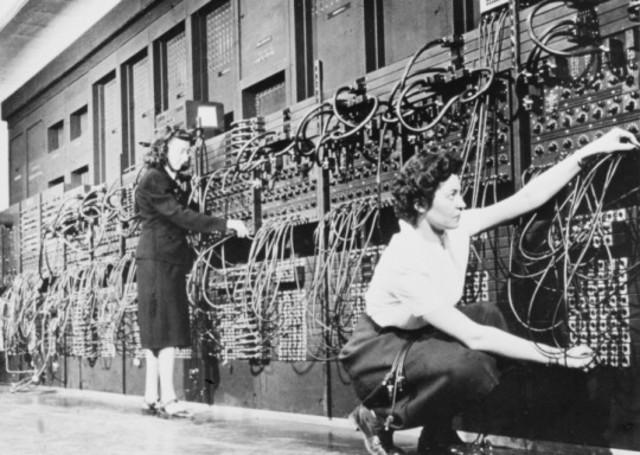 SE INICIA EL DESARROLLO DEL Electronic Numerical Integrator and Computer (ENIAC)