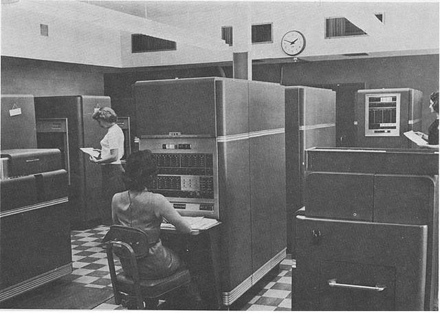 Lanzamiento de IBM 205 RAMAC