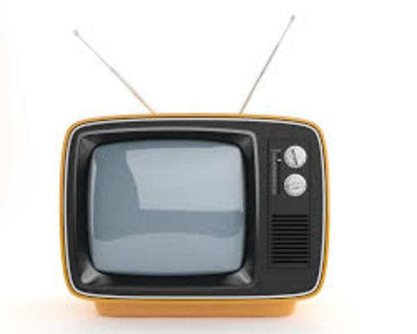 Rosing y Vladímir Zvorykin crean un sistema de televisión, con imágenes muy crudas y sin movimiento.