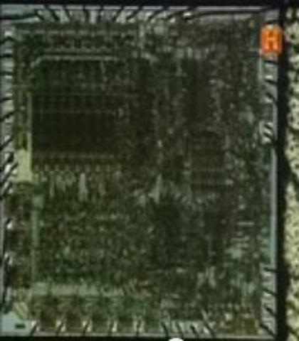 Se crea el Microprocesador