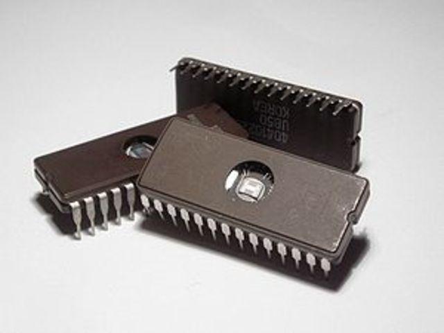 Robert Noyce inventa el circuito integrado