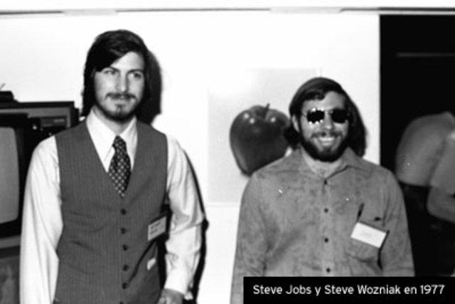 Se conocen Steve Jobs y Steve Wozniak