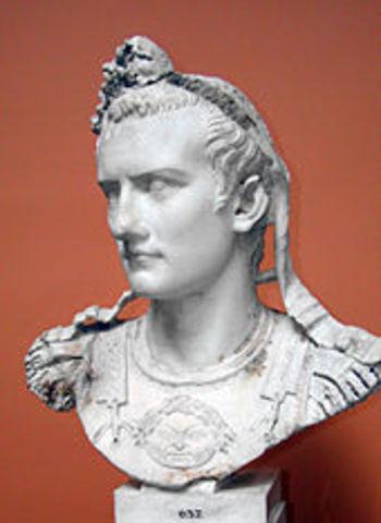 Calígula asume el poder en 37 d.C.