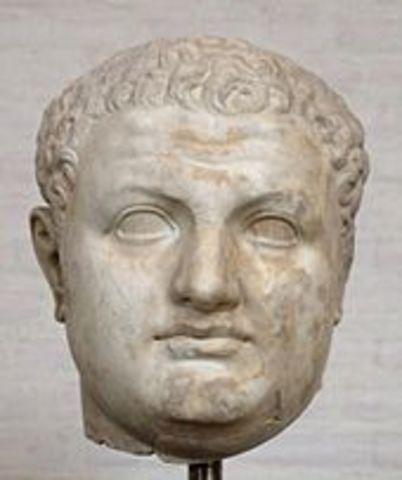 Tito sube al trono en 79 d.C.