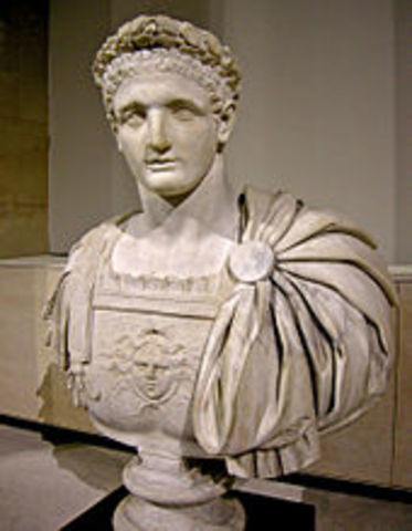 Domiciano sube al trono en 81 d.C.
