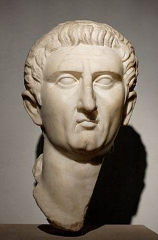 Nerva sube al trono en 96 d.C.