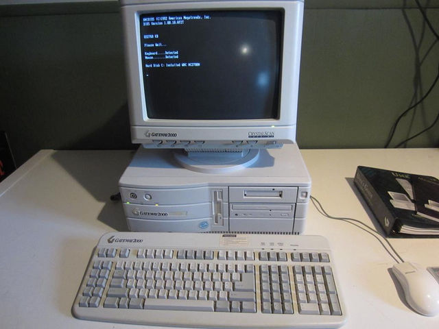 Gateway PC - Photo Credit: http://www.legroom.net/files/images/pacbell_100808.jpg