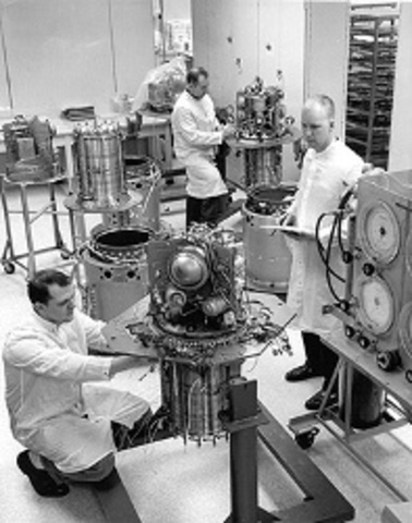 General Electric (GE) Develops Hydrogen Fuel Cells to Generate Electricity for Apollo and Gemini Space Missions