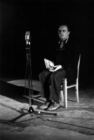 """Alvin Lucier records """"I am Sitting in a Room"""""""