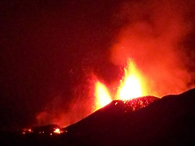 Il vulcano islandese Eyjafjöll entra in eruzione