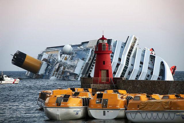 Naufraga la nave da crociera Costa Concordia.