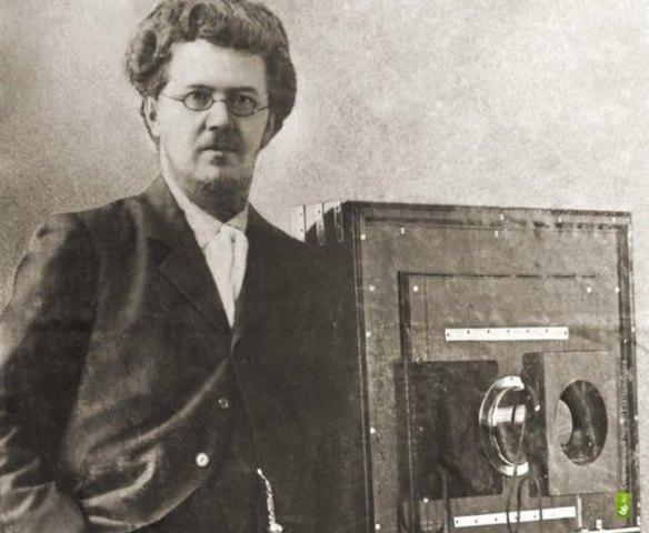первый  видеорегистратор
