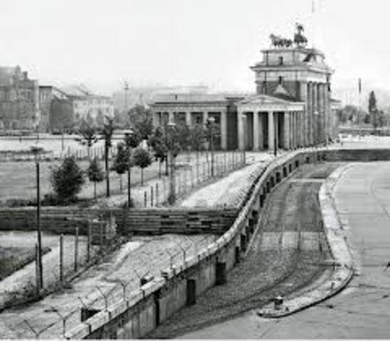 Berlinmuren rejses