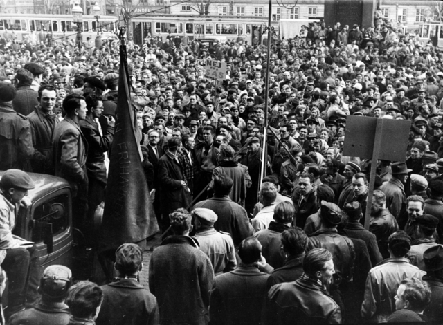 Arbejdere i Østberlin strejker