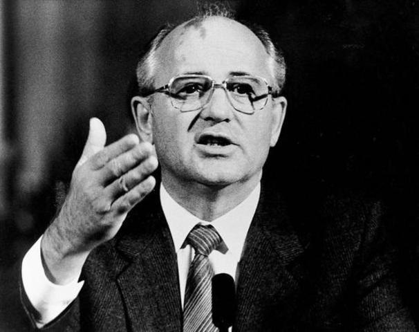 Mikhail Gorbatjov overtager