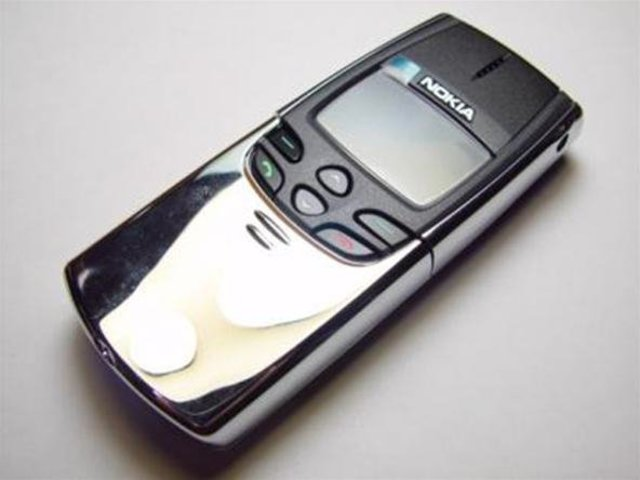 "First ""non-antenna"" phone"