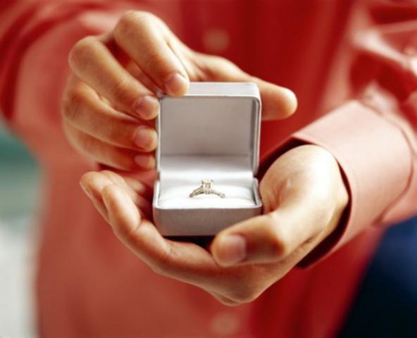 Vladek and Anja get Engaged