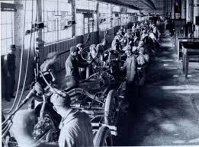 Línea de ensamblaje por Henry Ford