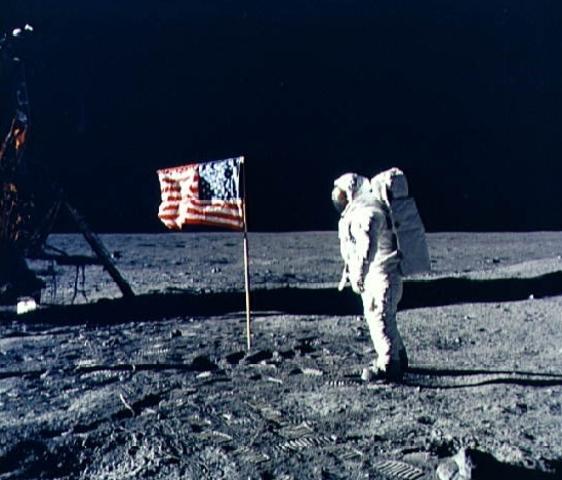 Corsa allo spazio-L'uomo sulla luna