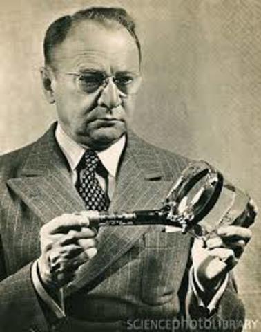 Vladimir Kosma Zworykin patenta el iconoscopio, que fue el primer tubo de imagen para cámara de televisión