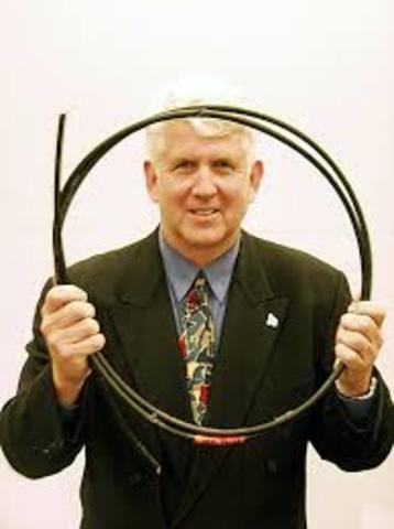 Robert Metcalfe crea el estándar Ethernet para conectar ordenadores en una LAN
