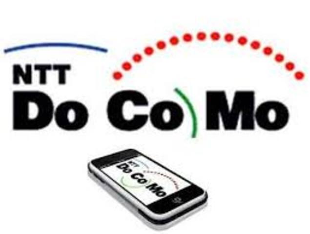 La compañía DoCoMo lanza comercialmente la telefonía UMTS o de 3a generación.