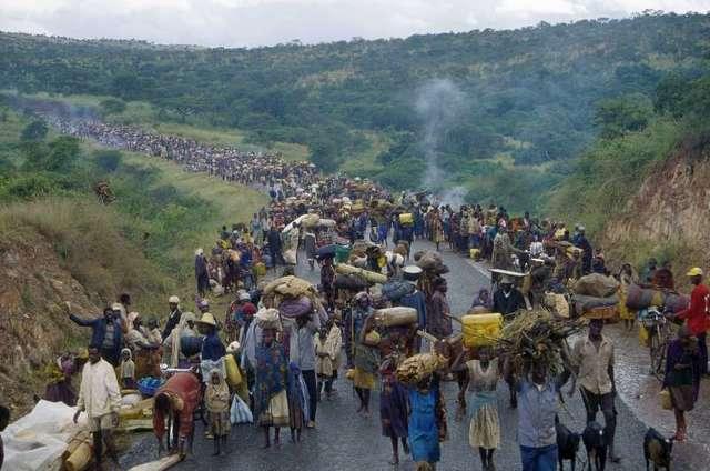 People flee from Rwanda
