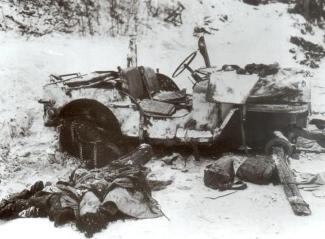 Alors que les alliés croyaient à une capitulation allemande en 1944, l'Allemagne résiste à travers la Bataille des Ardennes.