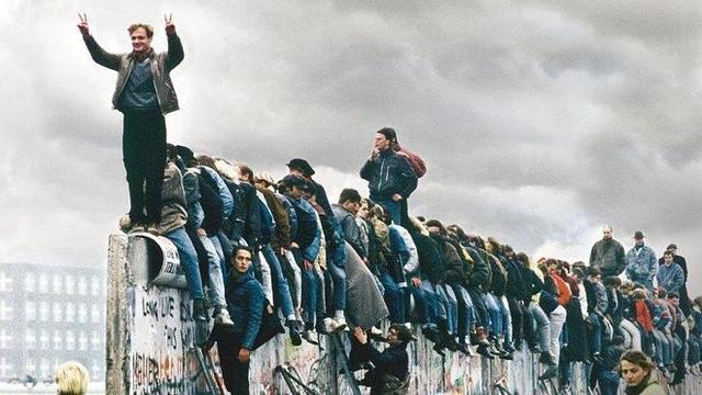 CAIDA DEL MURO DEL BERLÍN