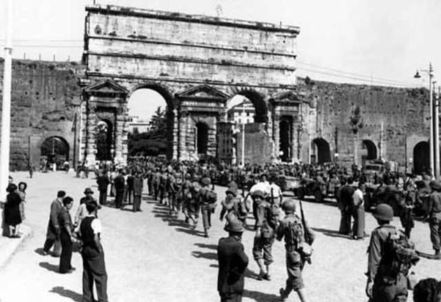 Les troupes américaines libèrent Rome