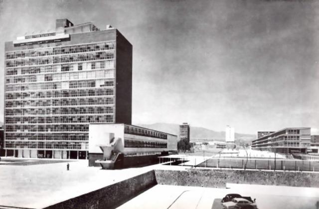 Fue colocada la primera piedra de la Facultad de Ciencias, primer edificio de la Ciudad Universitaria.