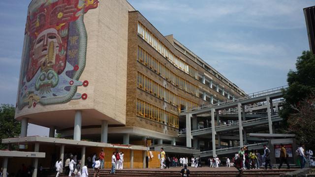 La Escuela Nacional de Medicina se convirtió en Facultad, al igual que la Escuela Nacional de Ingeniería.
