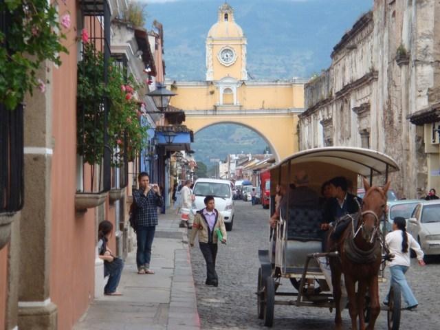 Aparece primer grupo de turistas y asociación de Administradores y Propietarios de Hoteles