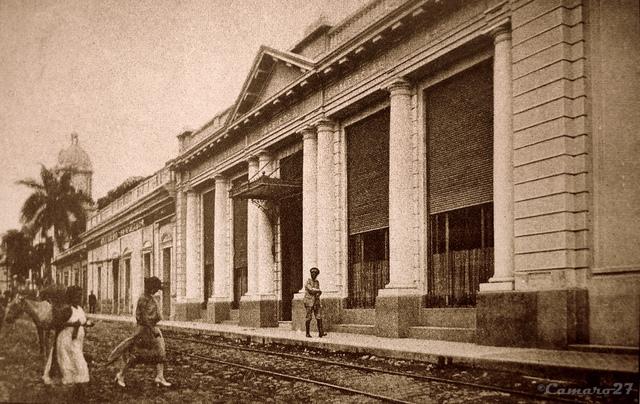 Comenzó a funcionar el Banco Internacional de El Salvador.